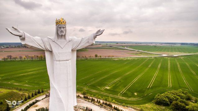 Figura Jezusa Chrystusa Króla Wszechświata – Świebodzin
